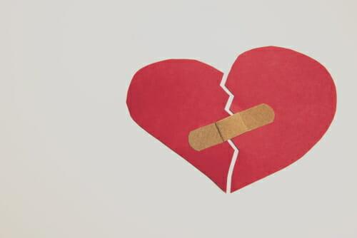 uno de los beneficios de estar sin pareja es que no te lastimarán sentimentalmente